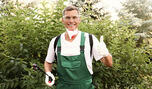 Positive Pest Control Field Agent Thumbs Up
